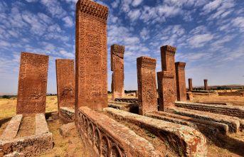 Ahlat'taki Tarihi Yapılar Karekod İle Tanıtılacak