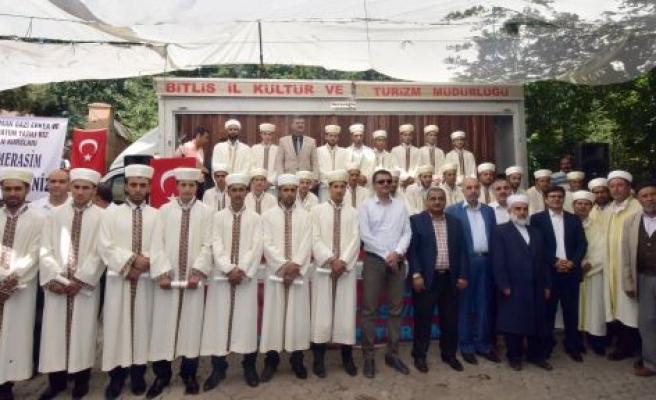 AHLAT'TA 39 HAFIZ BELGELERİNİ ALDI