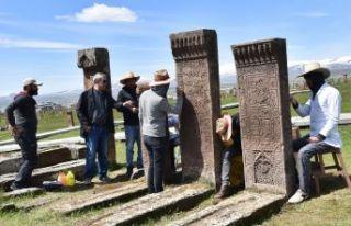 Selçuklu Mezarlığı'nda Kazı Ve Restorasyon...