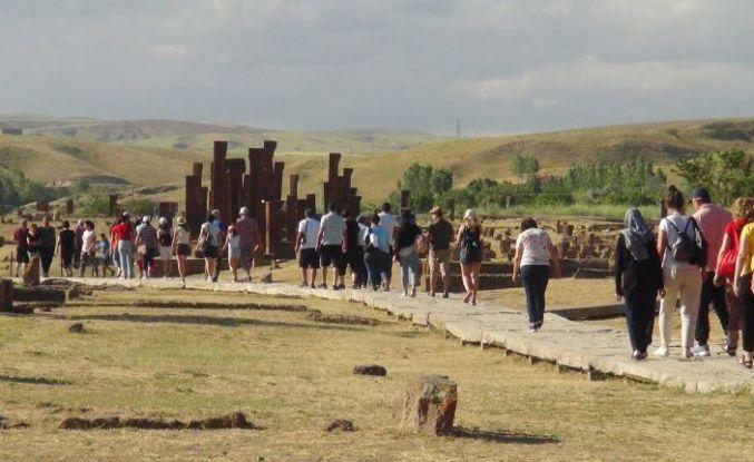 'Sakin Şehir' Ahlat'ı Ayda 20 Bin Kişi Ziyaret Ediyor