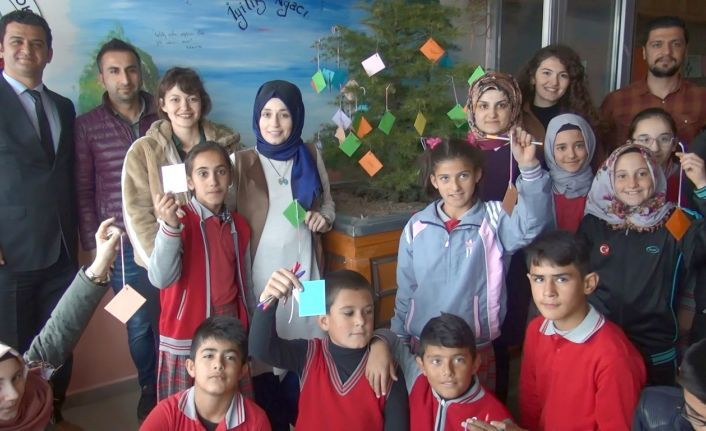 """Öğrenciler """"İyilik Ağacı"""" Projesiyle İyilikleri Yayıyor"""