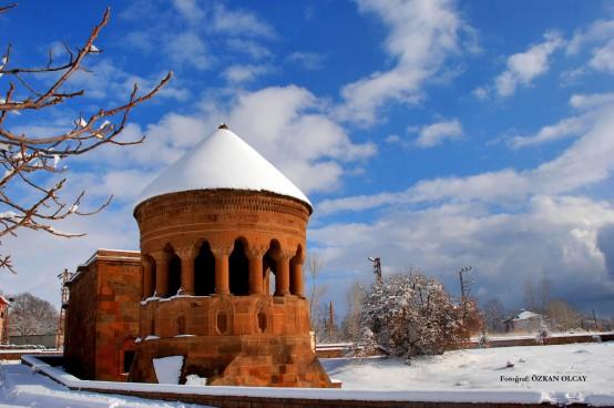 Emir Bayındır Kümbeti'nde Kış- AHLAT