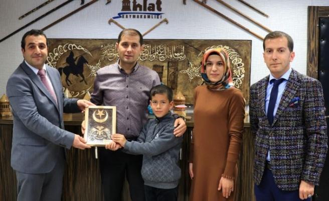 Minik Batuhan'dan Kaymakam Erat'a Teşekkür Ziyareti