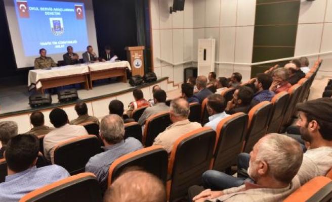 AHLAT'TAKİ ÖĞRENCİ SERVİS ŞOFÖRLERİNE BİLGİLENDİRME TOPLANTISI YAPILDI